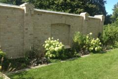 Pflanzung-vor-Mauer